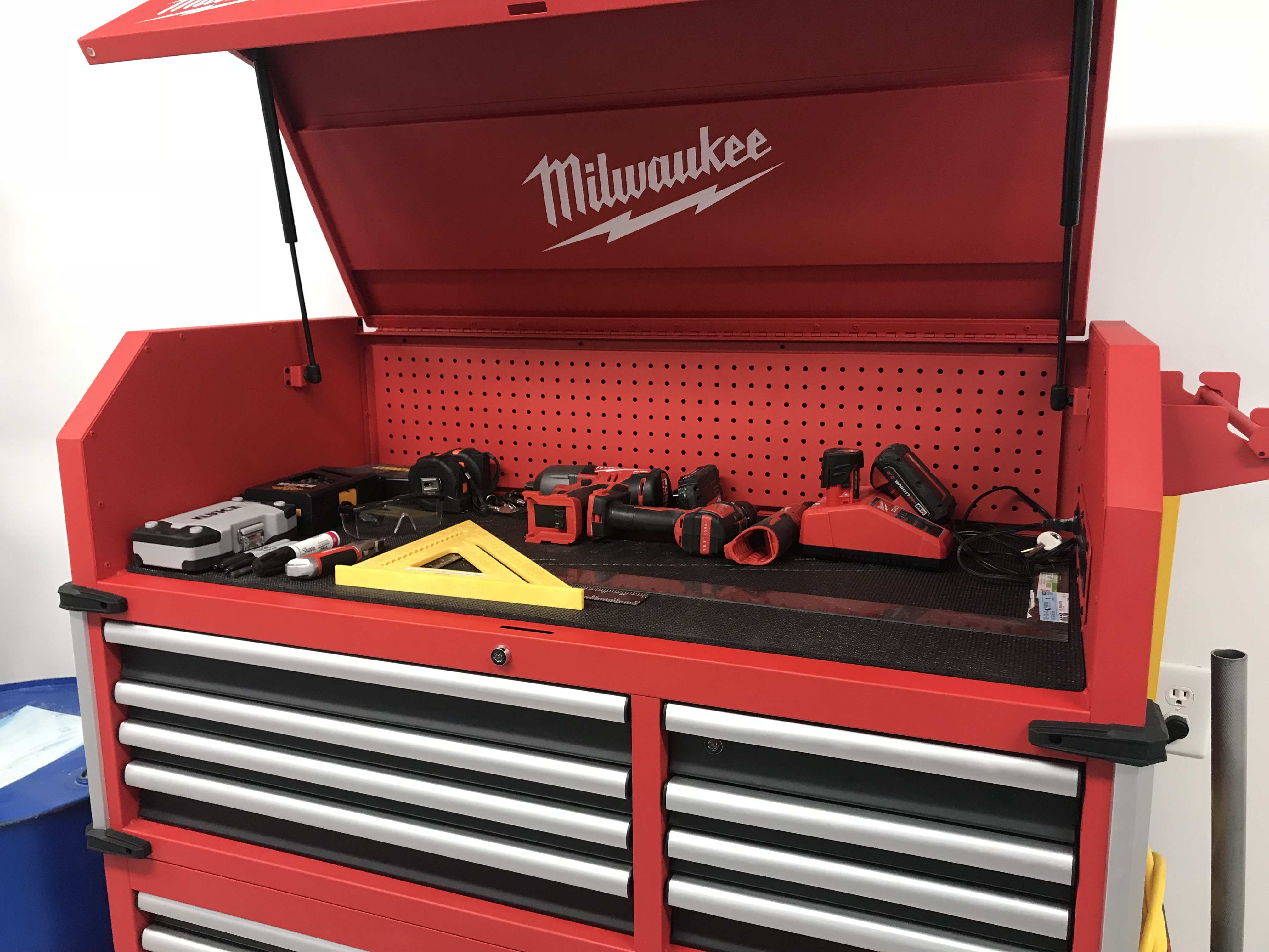 Milwaukee 48 22 8546 46 In. 18 Drawer Tool Chest And Cabinet